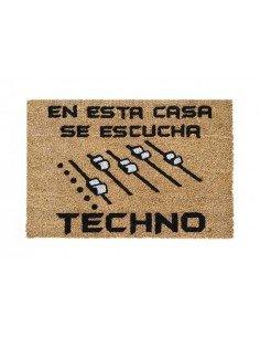 Felpudo En Esta Casa Se Escucha Techno